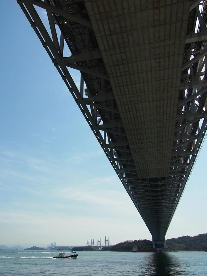 瀬戸大橋の下で